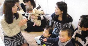 「カンガルーポケットの会」出産を控えた職員が先輩職員と交流